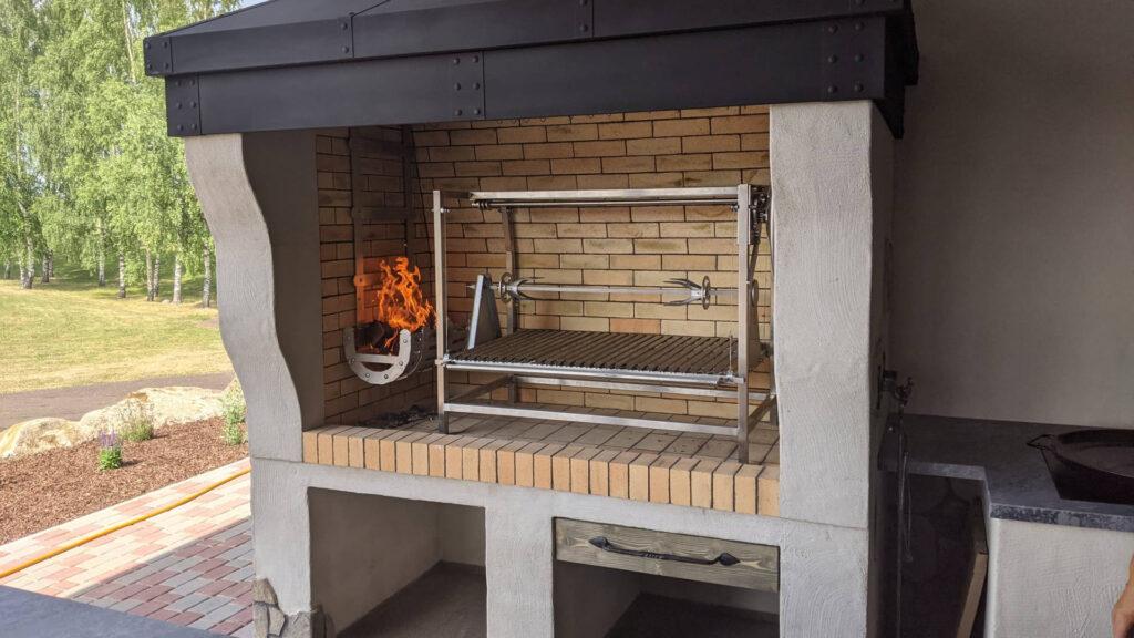 Asado grill, suitsuahi ja pliit